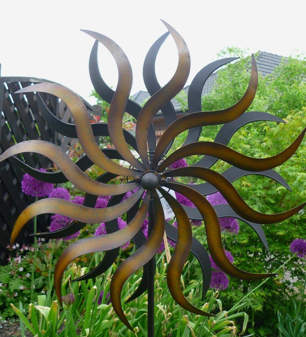 Windspiel gartenstecker windrad sonne metall for Metall sonne gartendeko